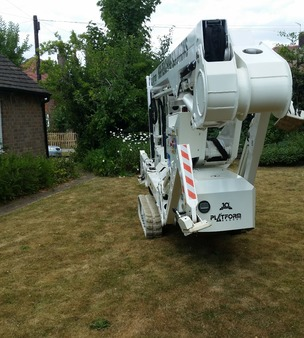 Tracked spider cherrypicker now through gap.